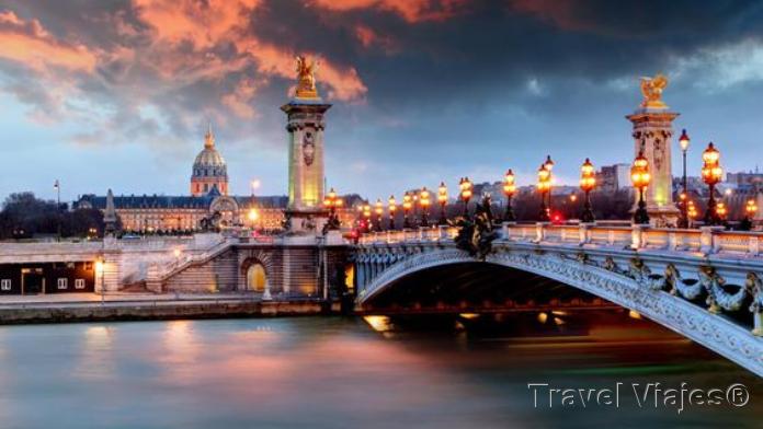 El Puente Alejandro III París Francia