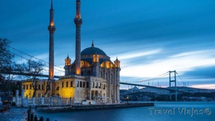 Mezquita de Ortakoy Estambul Turquía