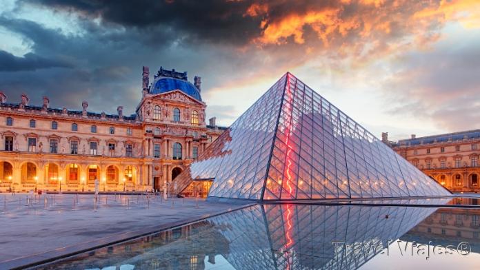Museo del Louvre en París Francia