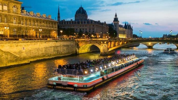 Paseo en Barco por El Sena París Francia