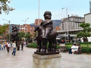 colombia-medellin-el-parque-san-antonio-887.jpg