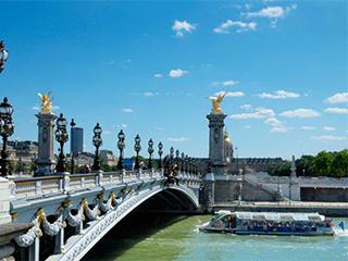 Francia Paris Barco Por El Sena