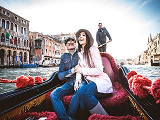 Italia Venecia Pasea En Gondola