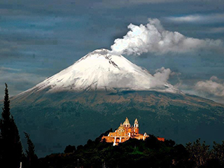 Mexico Puebla Cholula Y Popocatepetl
