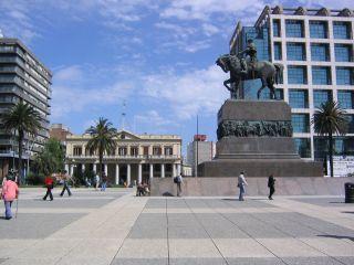 uruguay-montevideo-plaza-independencia-964.jpg